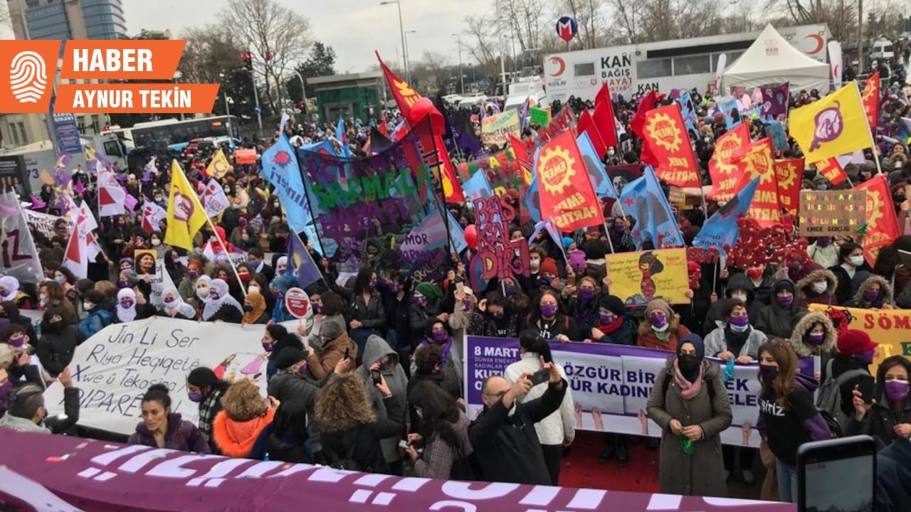 Kadınlar Kadıköy'de 8 Mart'ı kutladı: 'Yağmur bizi durdurur mu?'