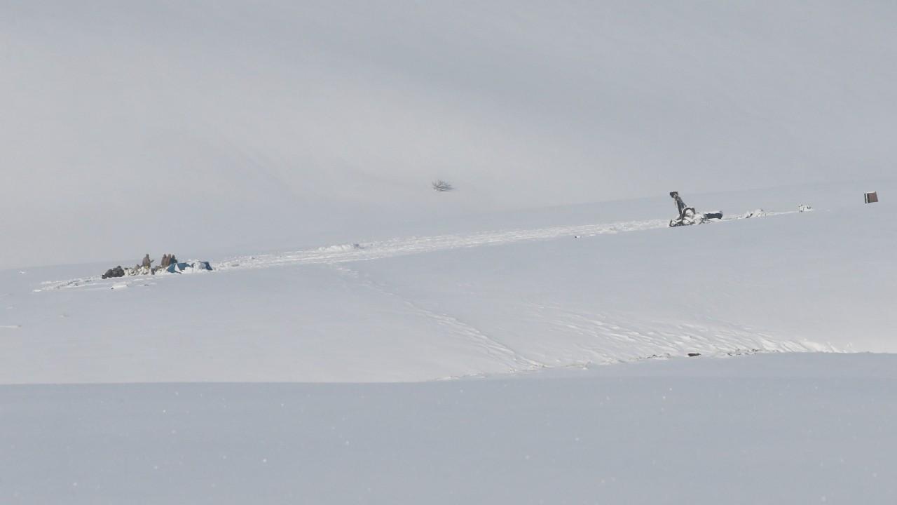 Tatvan'da düşen askeri helikopterin enkazı kaldırılıyor
