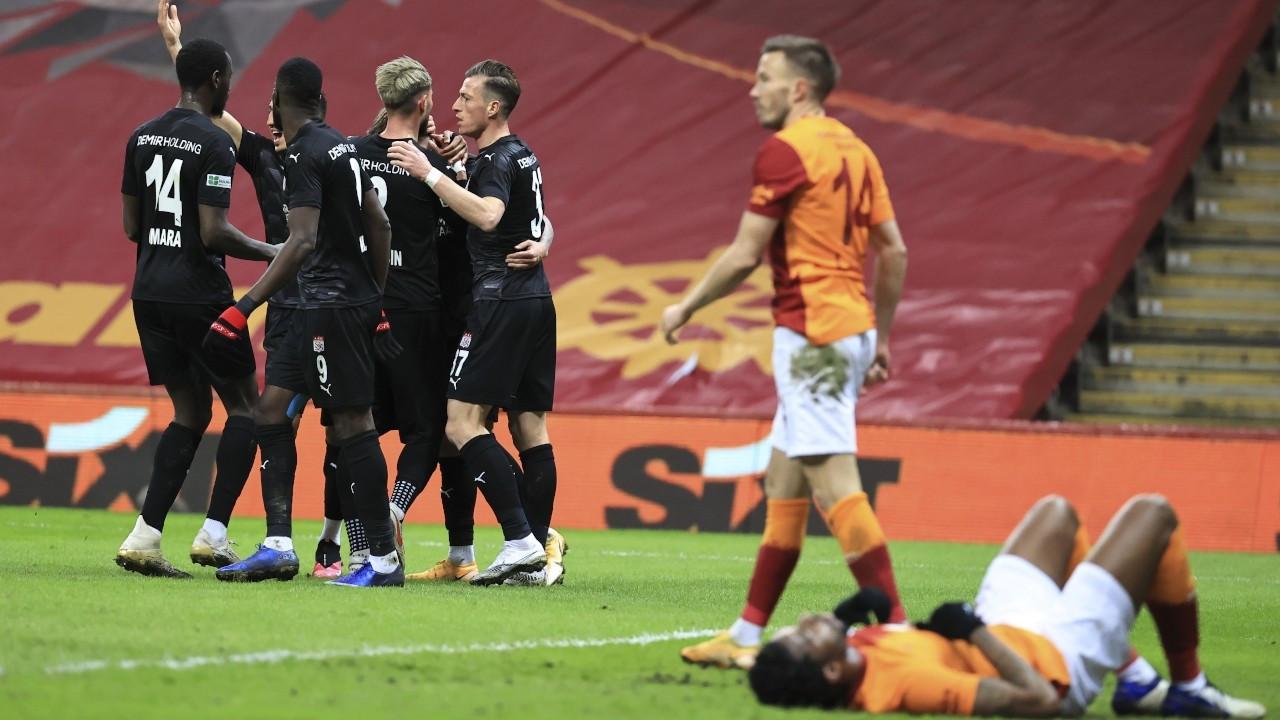 Galatasaray liderliği Beşiktaş'a kaptırdı