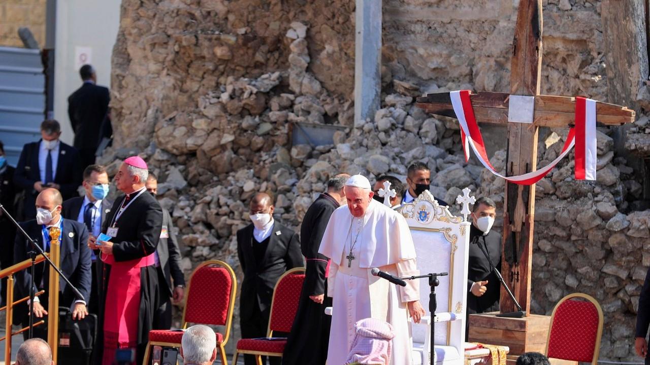 Papa Francis Musul'da, IŞİD'in yıktığı kilise meydanında