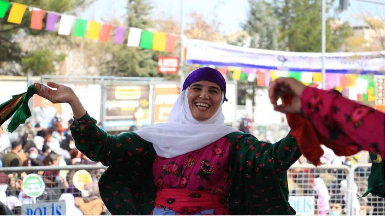 Diyarbakır'da kadınlar 8 Mart'ı kutladı: Kadın tutsaklar için adalet