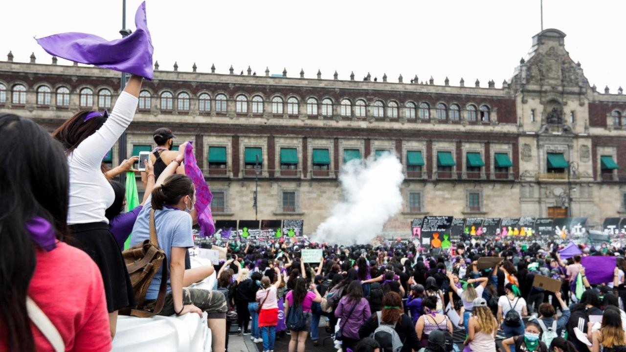 Meksika'da kadın cinayetleri protestosuna polis saldırısı
