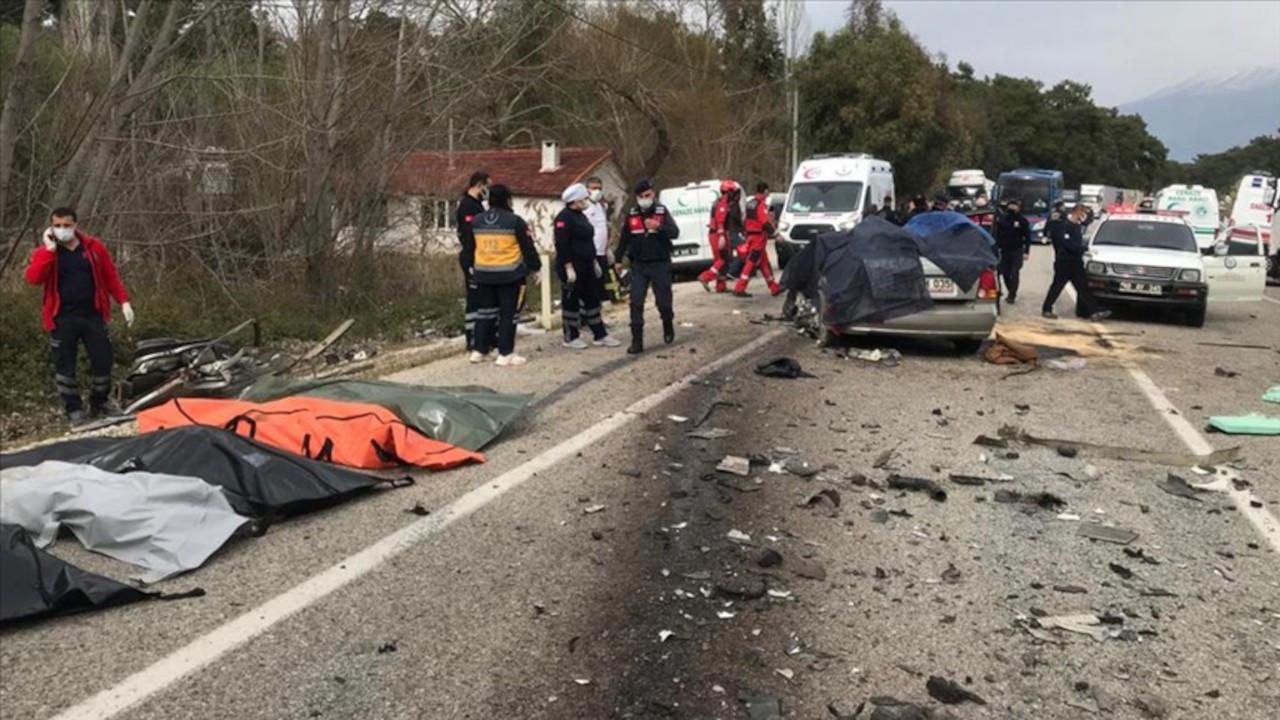Muğla'da TIR ile otomobil çarpıştı: 5 ölü