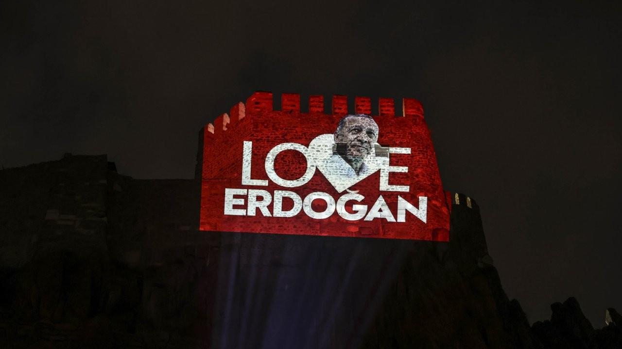 Ankara Kalesi'ne 'Love Erdoğan' görseli yansıtıldı