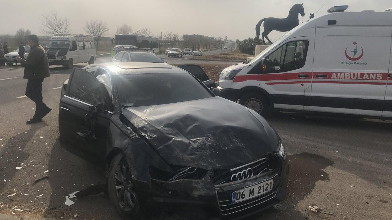 İYİ Parti konvoyunda kaza: Salim Ensarioğlu yaralandı