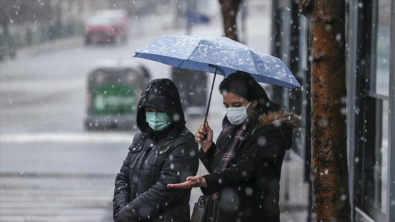 Antalya-Denizli yolu kar yağışı nedeniyle ulaşıma kapandı