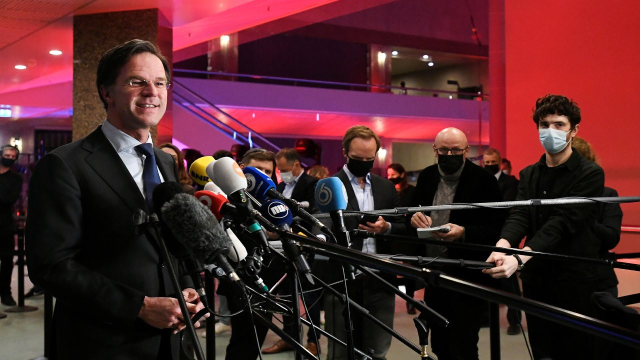 Hollanda seçimlerinde iktidar değişmedi, meclise 17 parti girdi