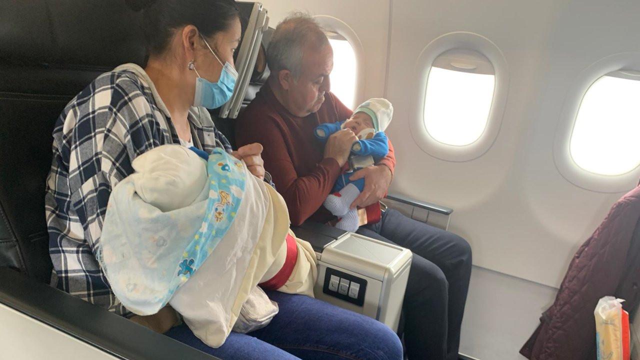 THY uçağı acil iniş yaptı: Dilini yutan bebeğe vekilden müdahale