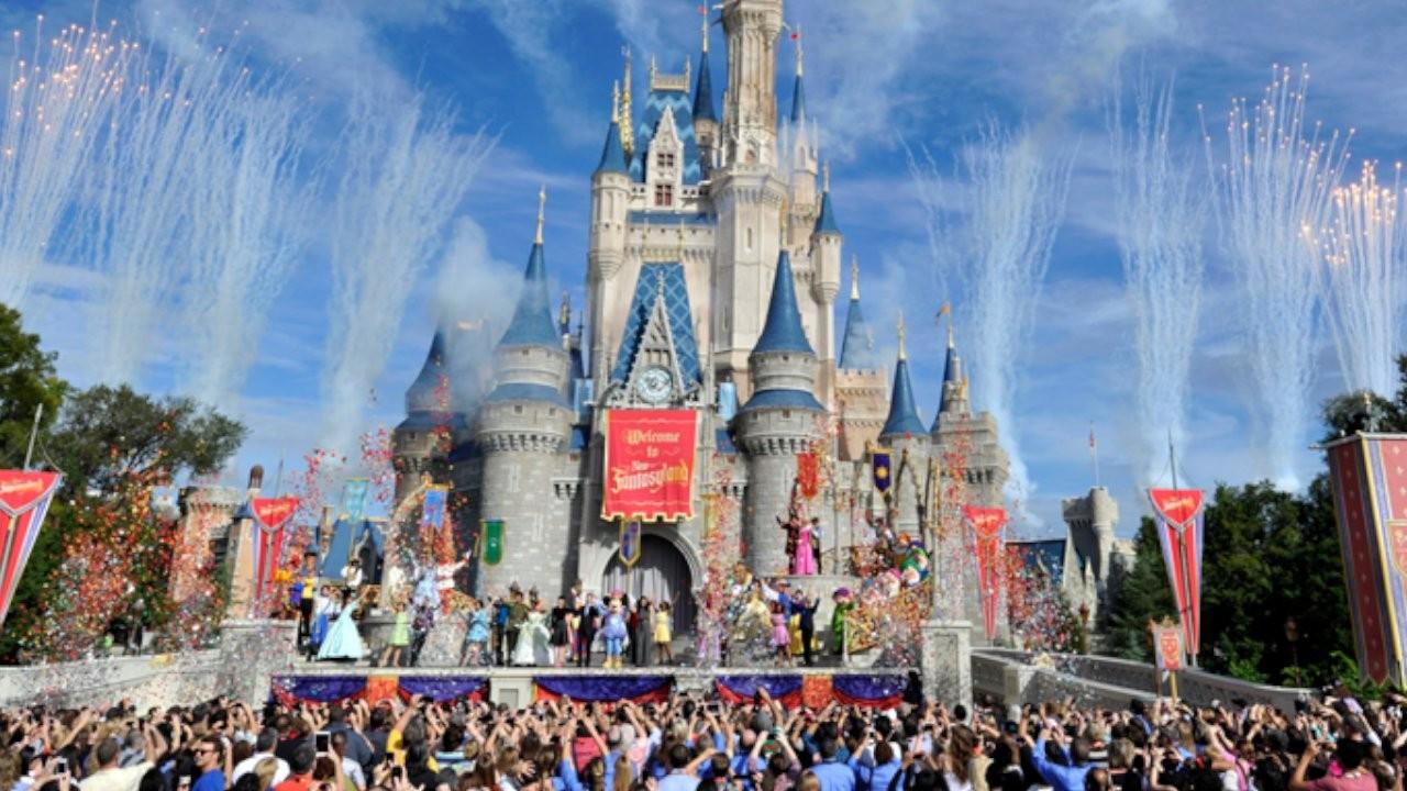 Disney iki tema parkını yeniden açıyor