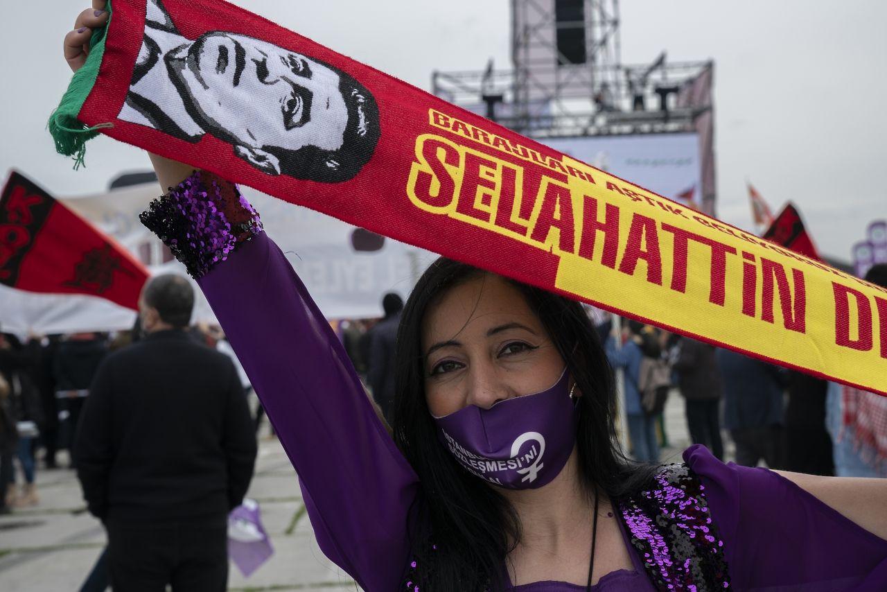 İstanbul'da binlerce kişi Newroz'u kutladı - Sayfa 2