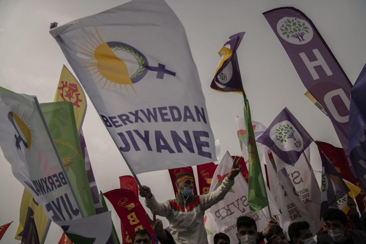 İstanbul'da binlerce kişi Newroz'u kutladı - Sayfa 3