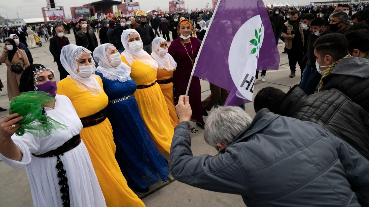 İstanbul'da binlerce kişi Newroz'u kutladı