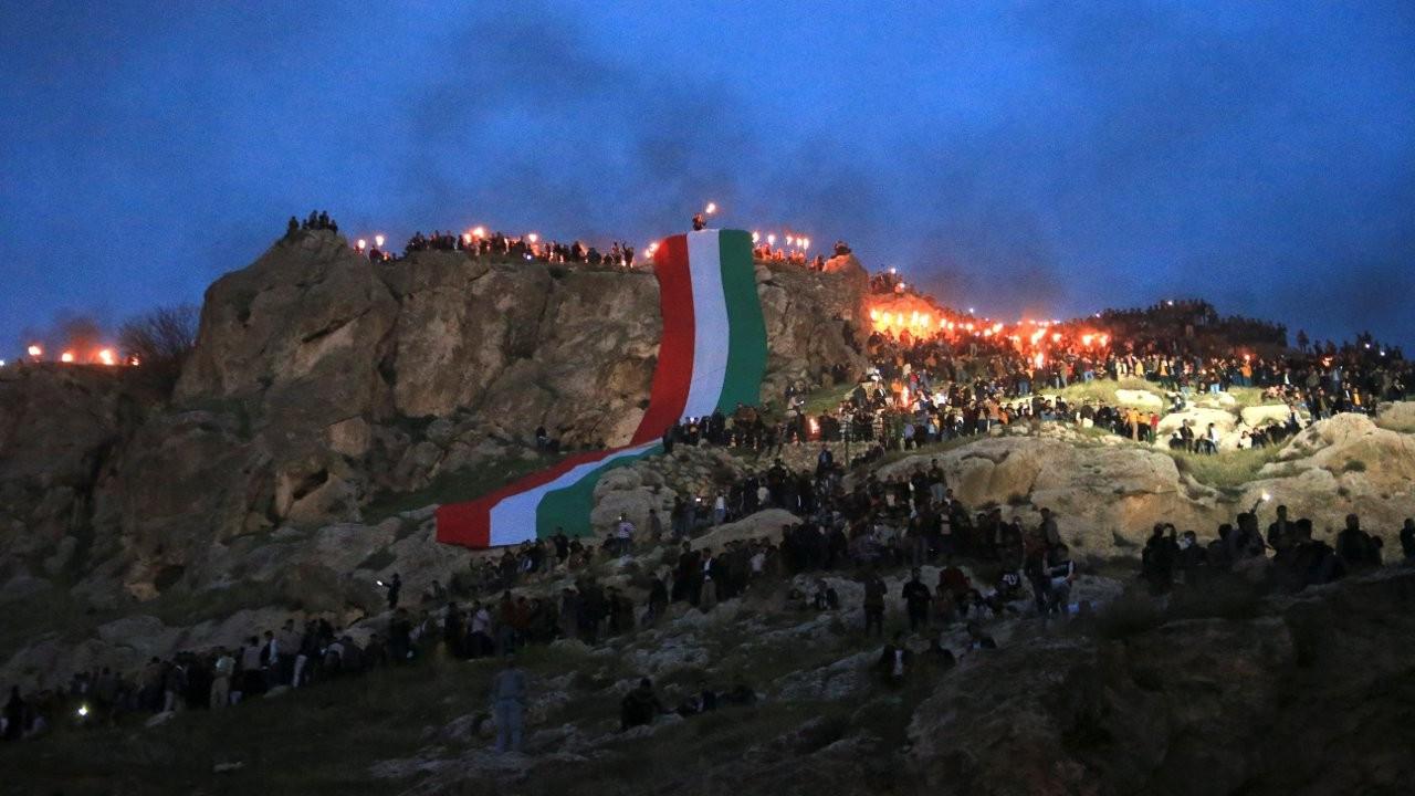 Kürdistan'da kutlamalar: Akre'de Newroz ateşini gönüllü gençler taşıdı