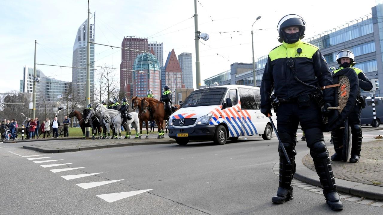 Hollanda'da korona kısıtlamaları 20 Nisan'a kadar uzatıldı