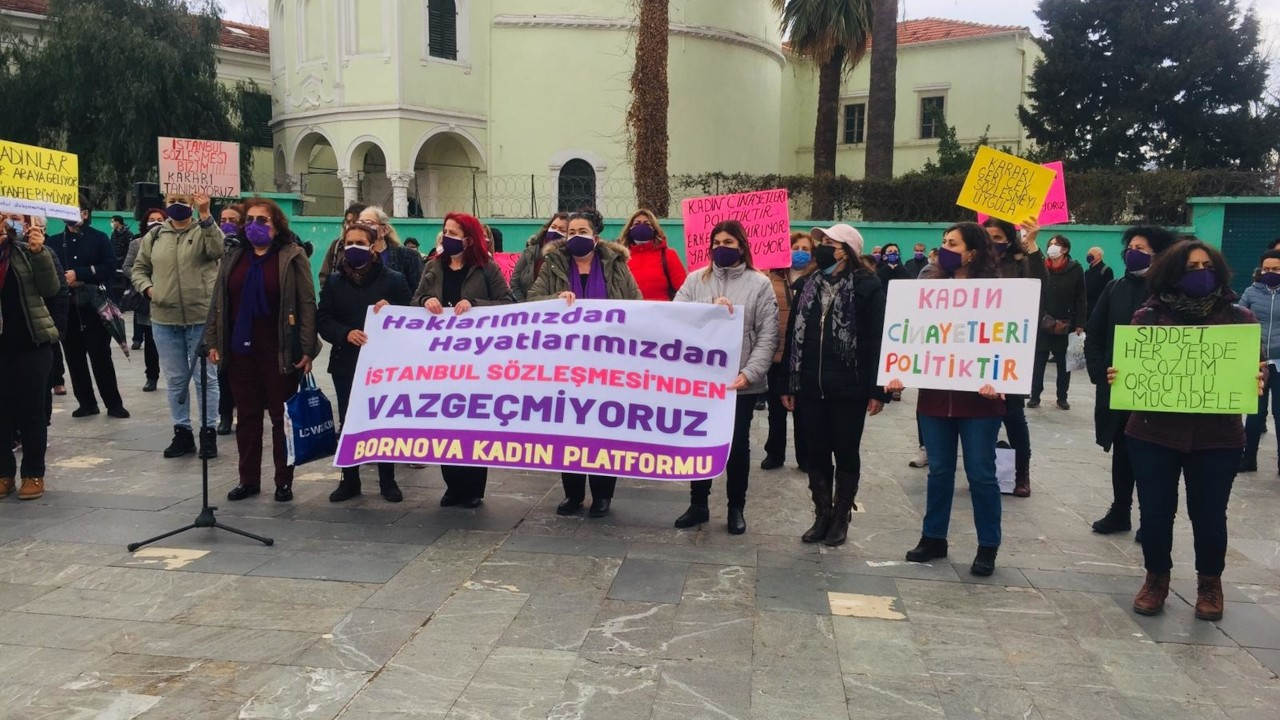 İzmir'in iki ilçesinde İstanbul Sözleşmesi protestosu