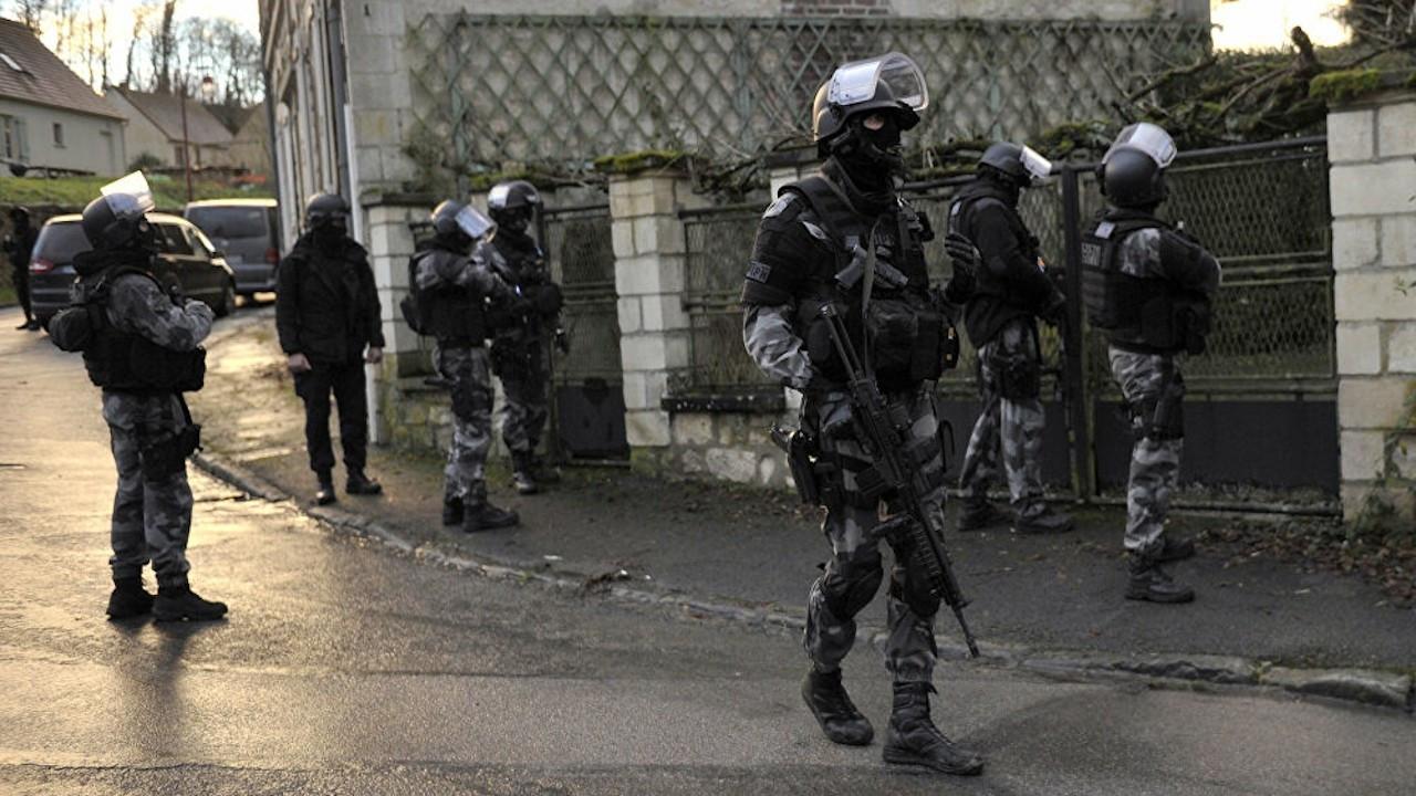 Fransa'da 'Erdoğan Özel' yayını öncesi Kürt derneklerine baskın