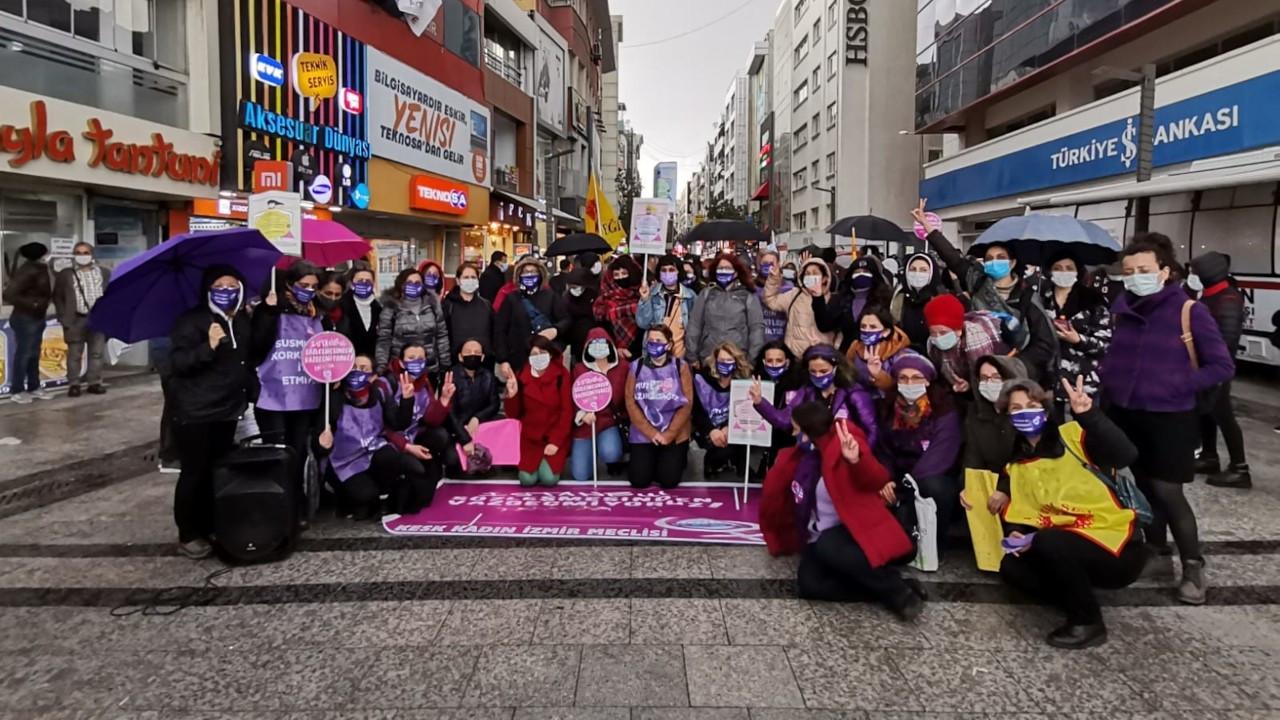 İzmir'de kadınlardan protesto: İstanbul Sözleşmesi'nden vazgeçmiyoruz