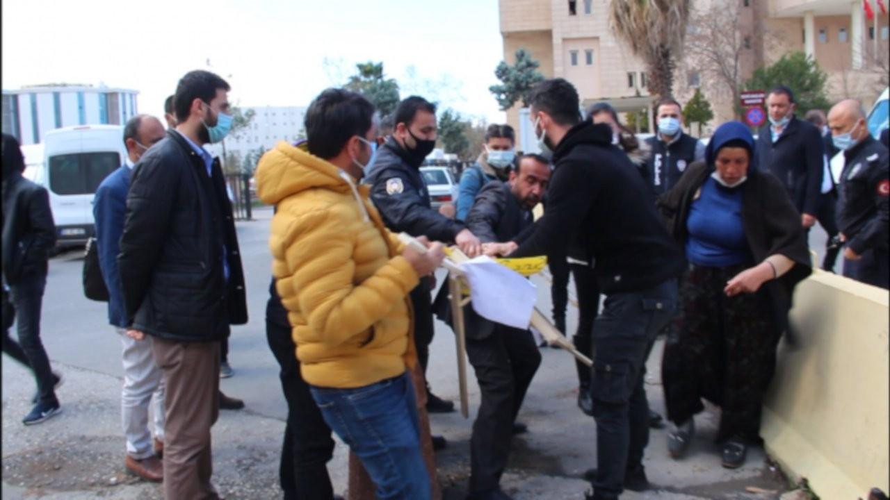 Gözaltına alınan Emine Şenyaşar ve oğlu serbest bırakıldı