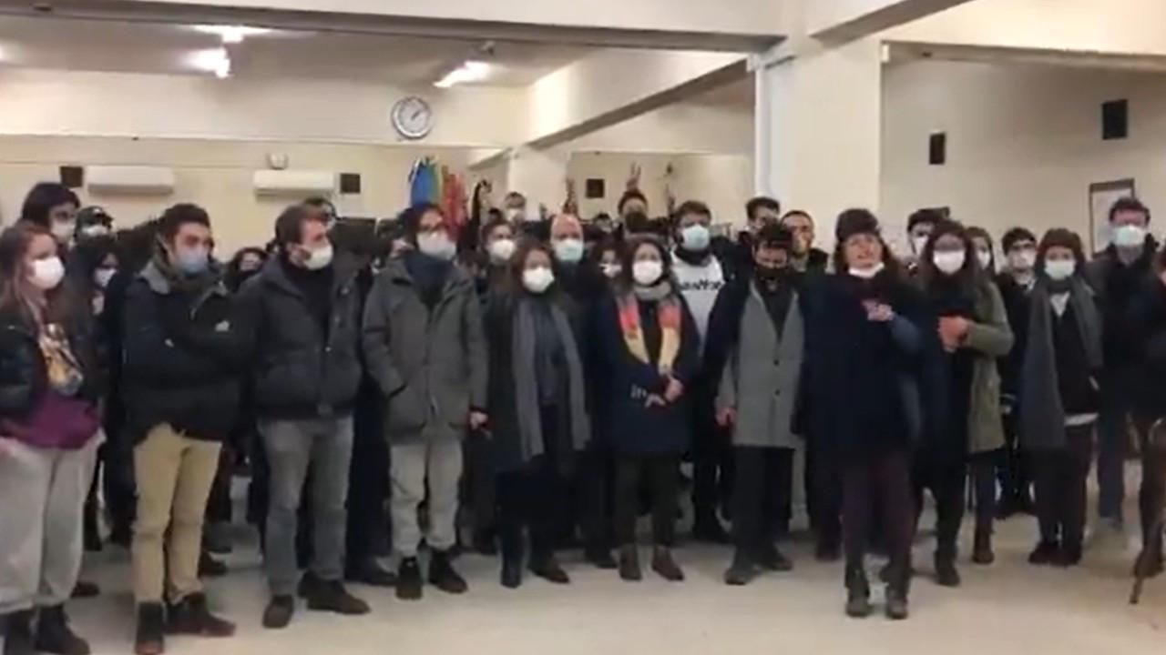 Boğaziçililer gözaltındaki arkadaşları için kampus nöbetine başladı