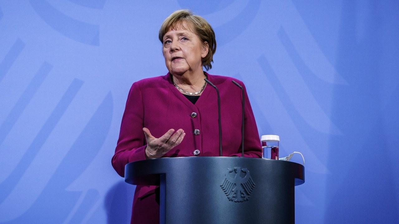Merkel'den Türkiye açıklaması: Diyalog sürdürülmeli