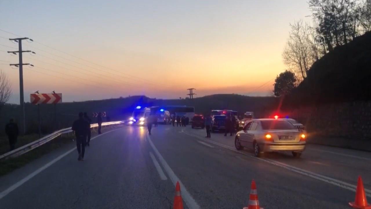 Düzce'de otobüs ile otomobil çarpıştı: 3 ölü, 11 yaralı