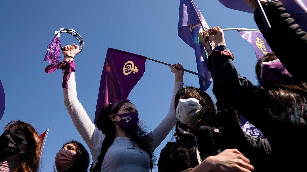 Kadıköy'de İstanbul Sözleşmesi protestosu: Eşitlikten, özgürlükten vazgeçmeyeceğiz