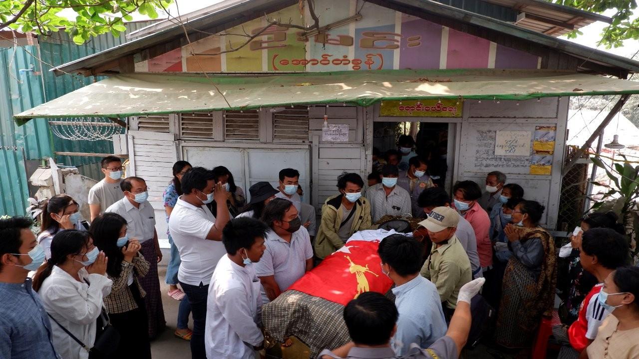 Myanmar'da katliam yapan ordu 'cenazeye de ateş açtı'