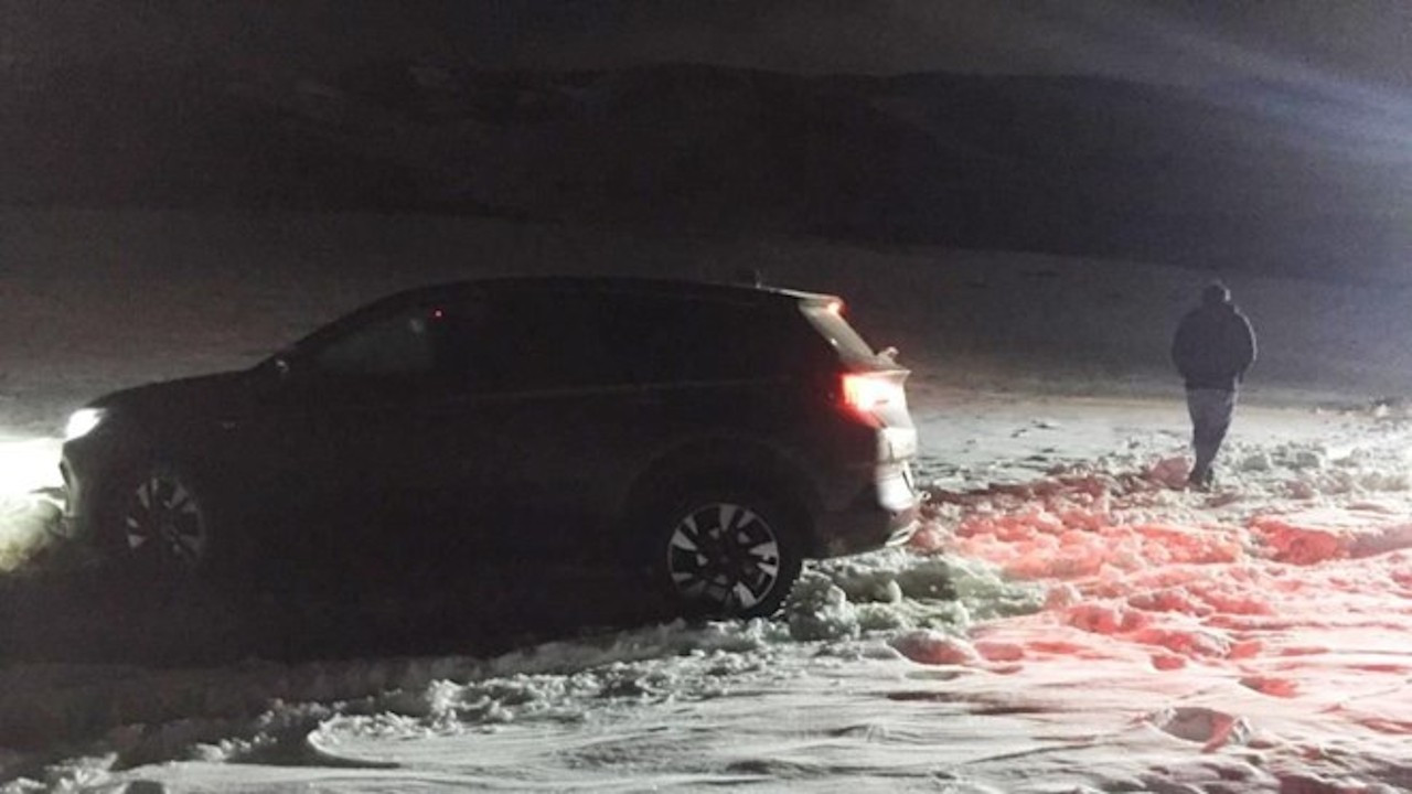 Mersin'de araçları kara saplanan Meksikalı aile kurtarıldı
