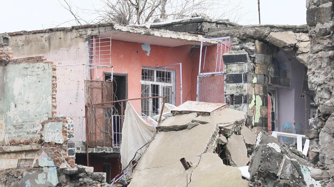 Şair Ahmed Arif'in Sur'daki evinin yıkıldığı ortaya çıktı