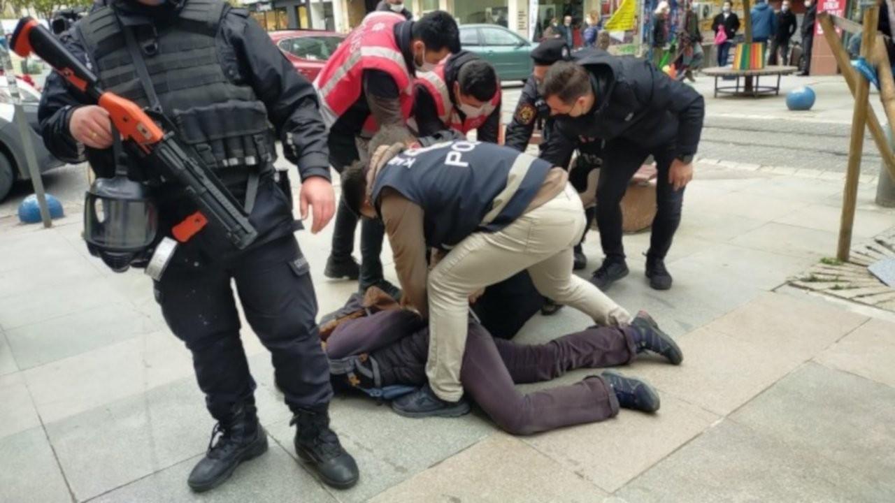 Kadıköy'de öğrencilere polis engeli: Çok sayıda gözaltı var