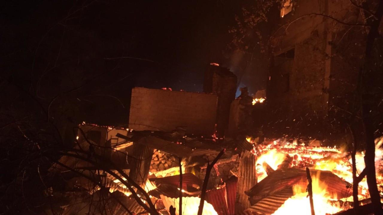 Artvin'de yine köy yangını: 4 ev kül oldu