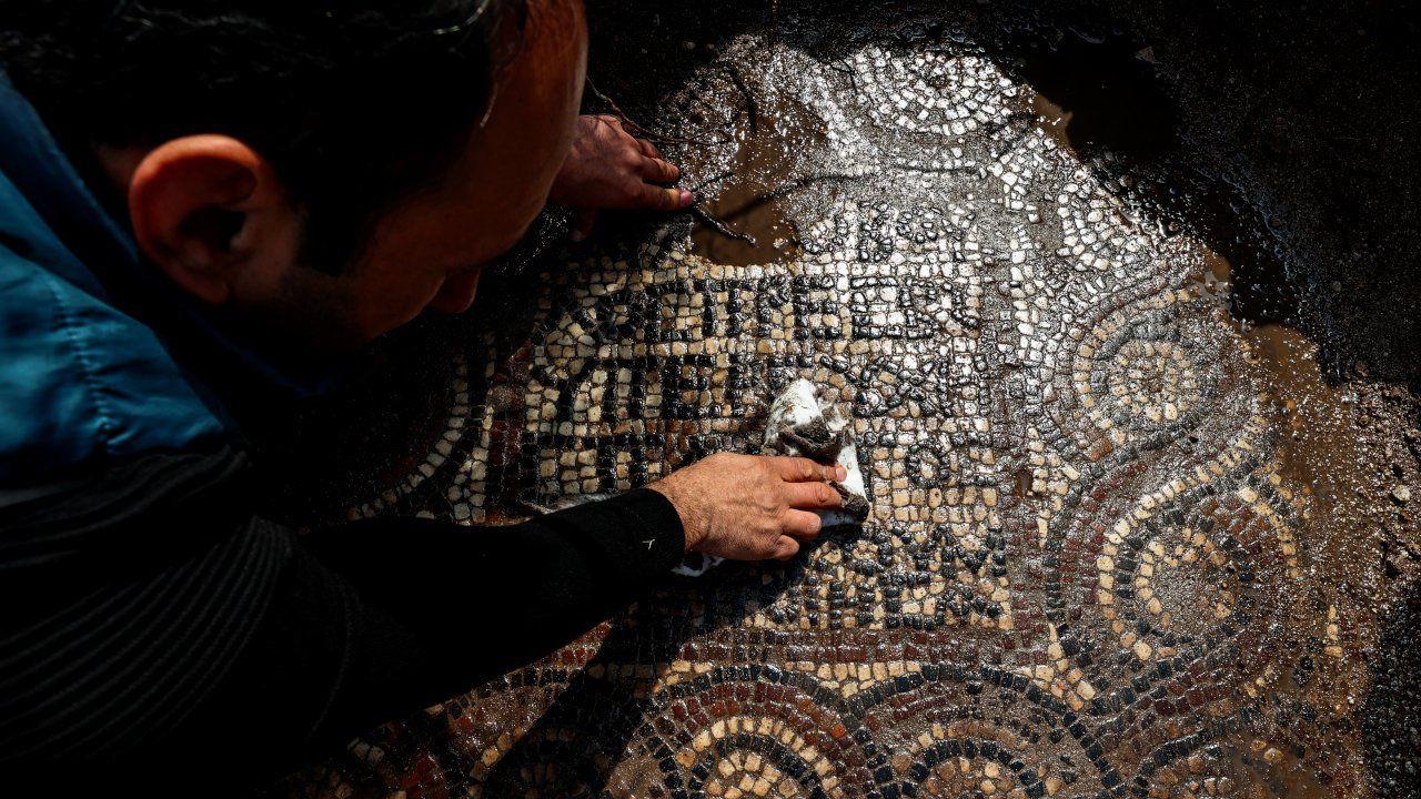 İzmir'deki kaçak kazıdan eşine az rastlanır mozaik çıktı - Sayfa 1