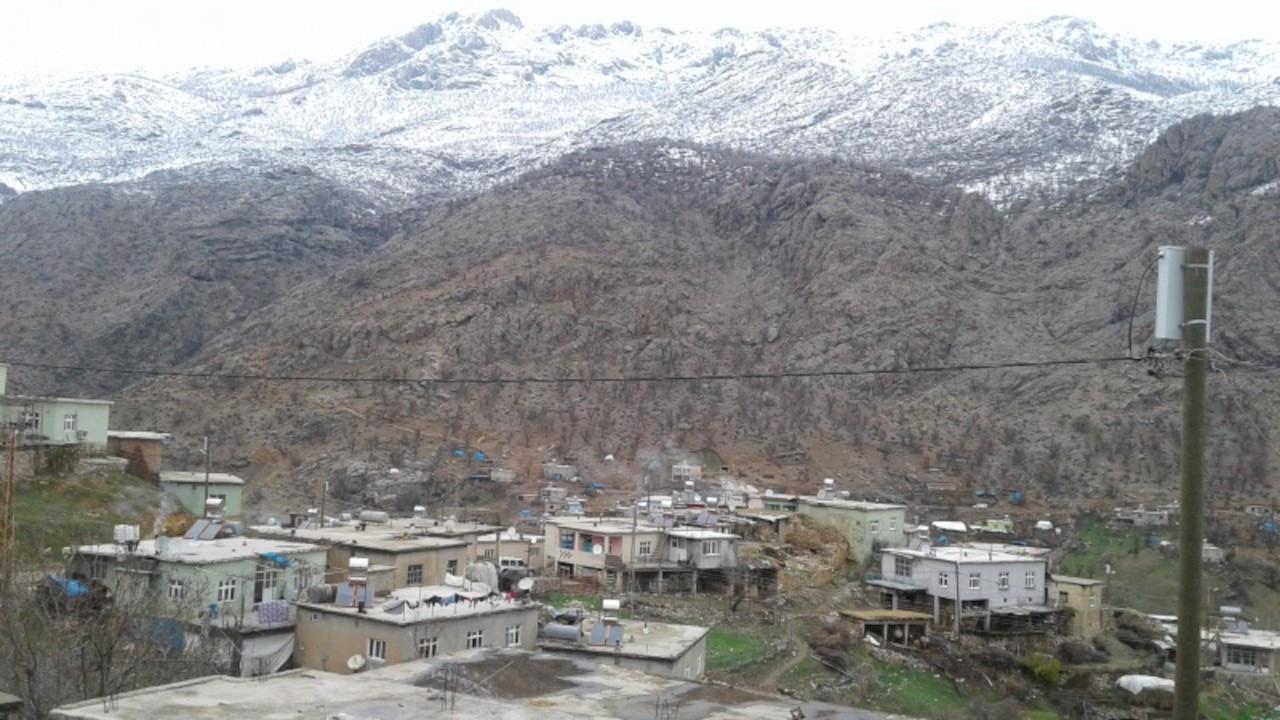Öğretmenler pozitif çıktı köy karantinaya alındı