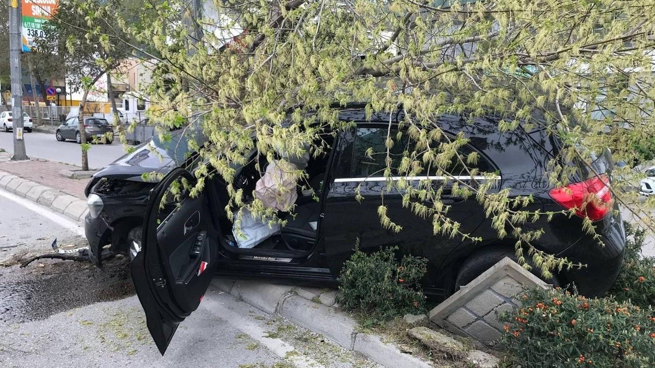 İzmir'de adliyede polisin elinden kaçan şüpheli vuruldu