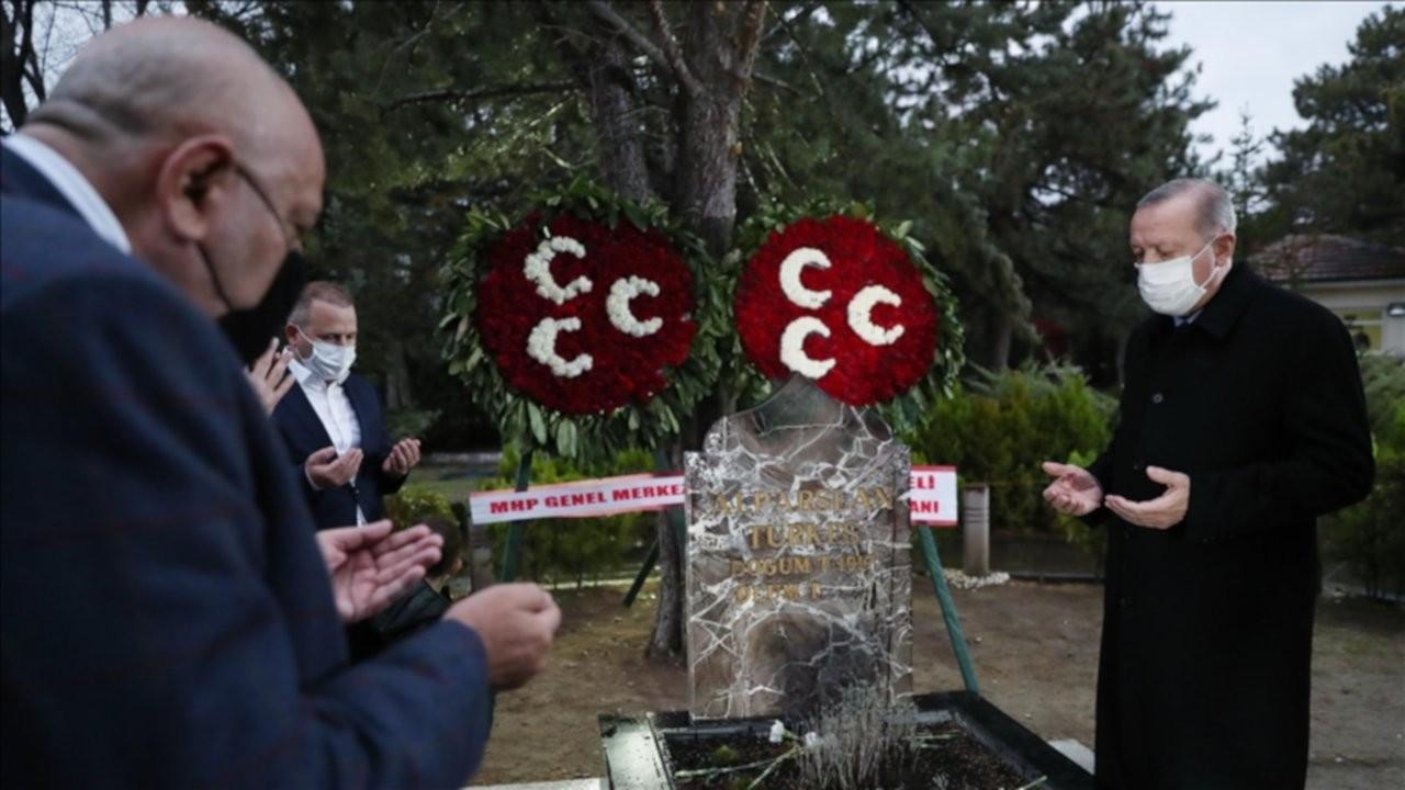 Kutalmış Türkeş'ten MHP'ye mezarlık ziyareti tepkisi