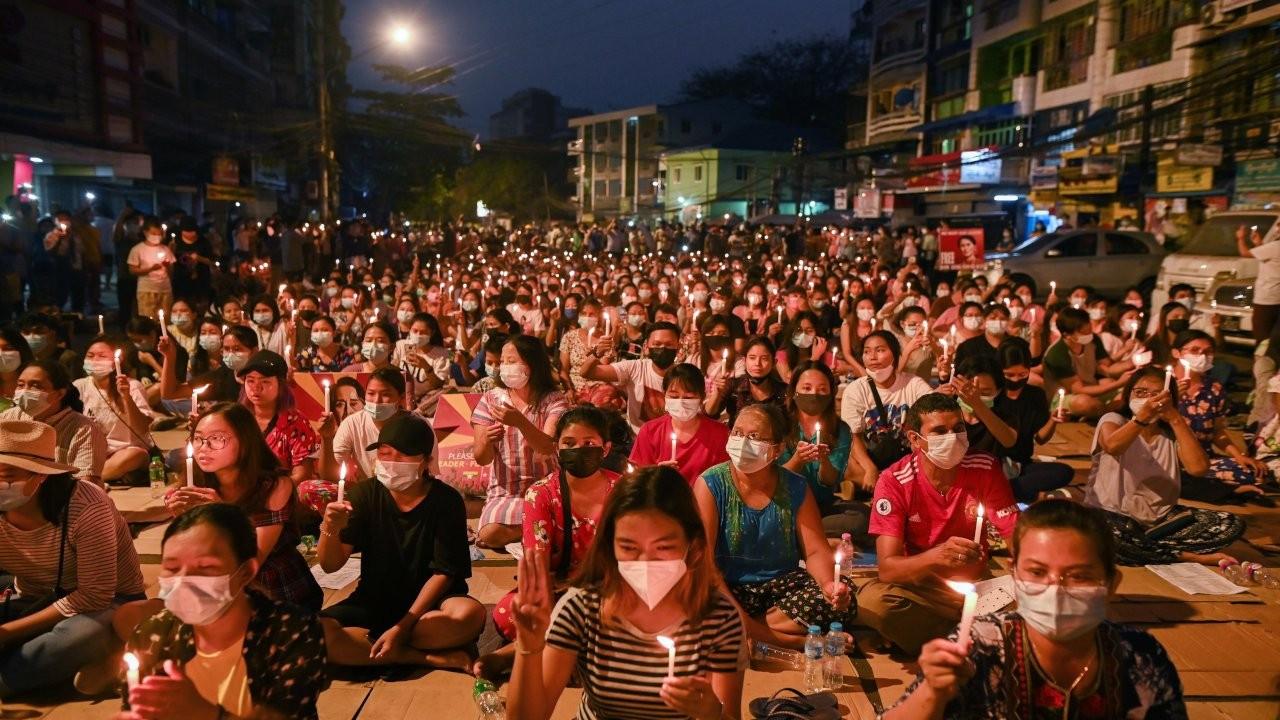 Myanmar'da darbeciler 'arananlar listesi' yayınladı