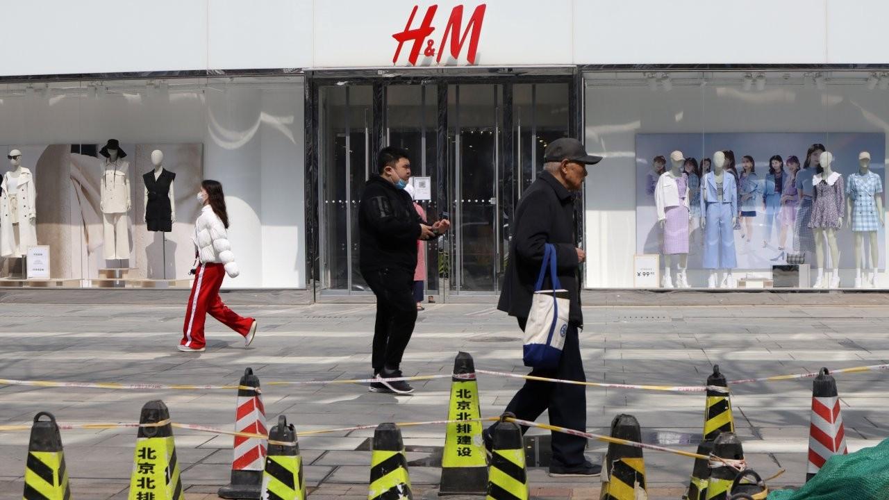 Çin'de 'Şincan pamuğu' sansürü: Kıyafetler bulanıklaştırıldı