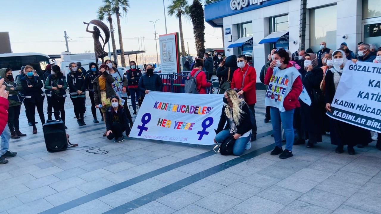 İzmir'de kadınlar, Rosa Kadın Derneği'ne polis baskınını protesto etti