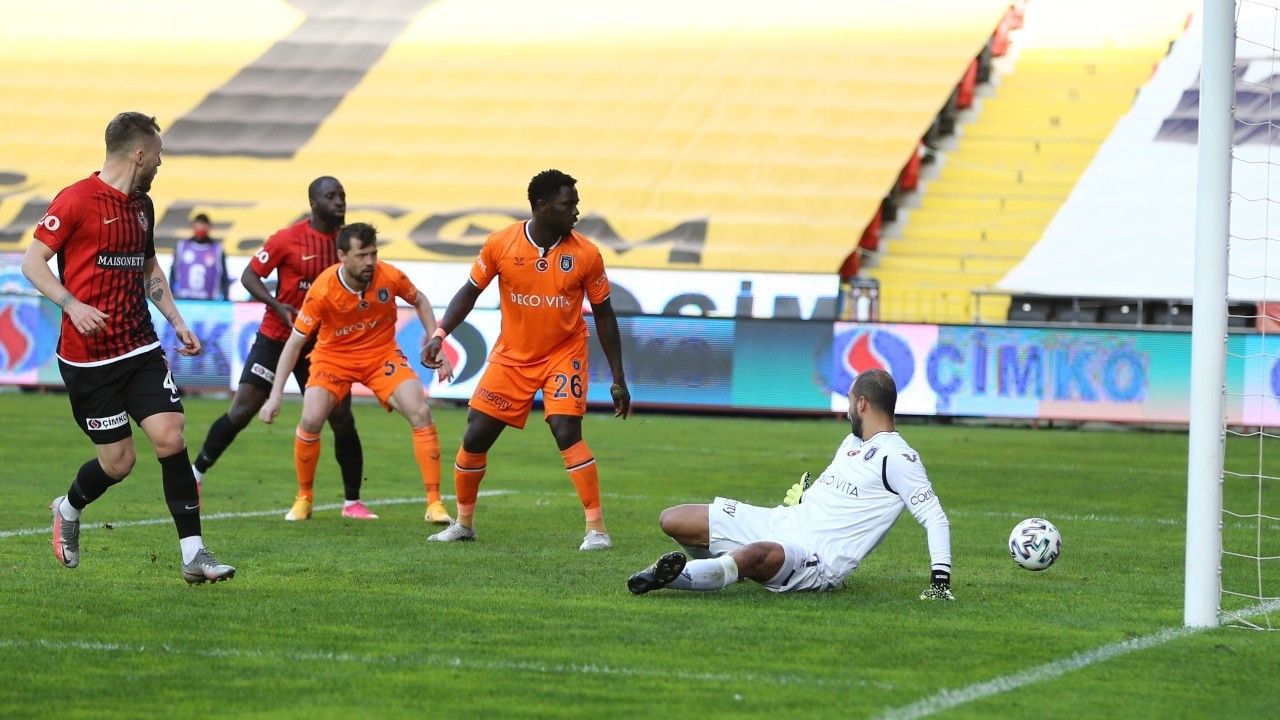 Gaziantep FK, Başakşehir'i 2 golle geçti