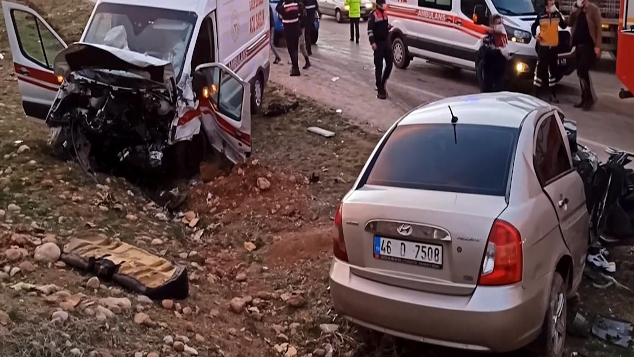 Elbistan'da ambulans ile otomobil çarpıştı: 3 ölü, 3 yaralı