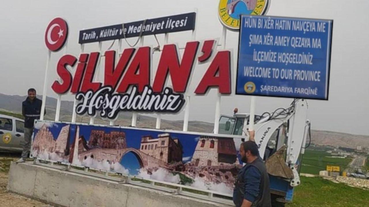 Silvan'da çok dilli tabela yerine Türkçe tabela konuldu