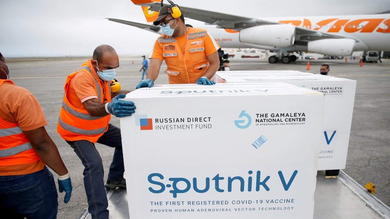 Türkiye vatandaşları Sputnik V aşısı için Moskova'ya gidiyor