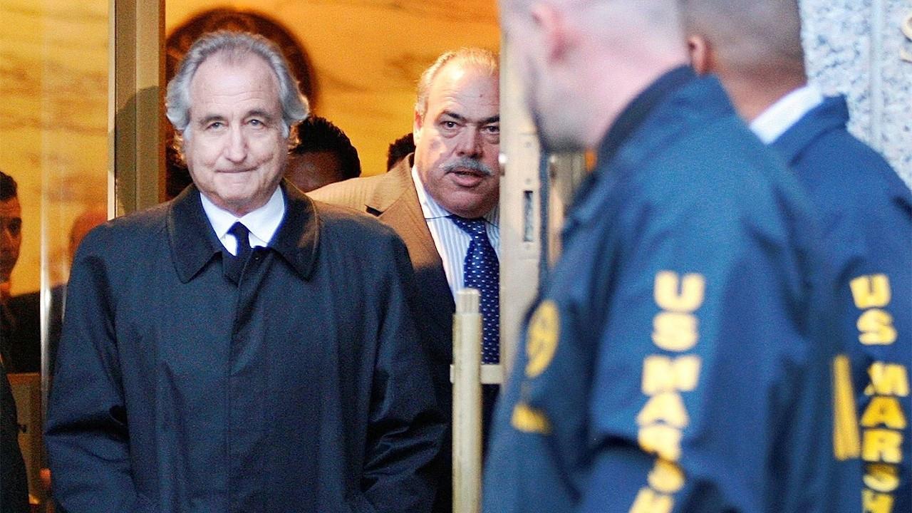 ABD tarihinin en büyük dolandırıcısı hapishanede öldü