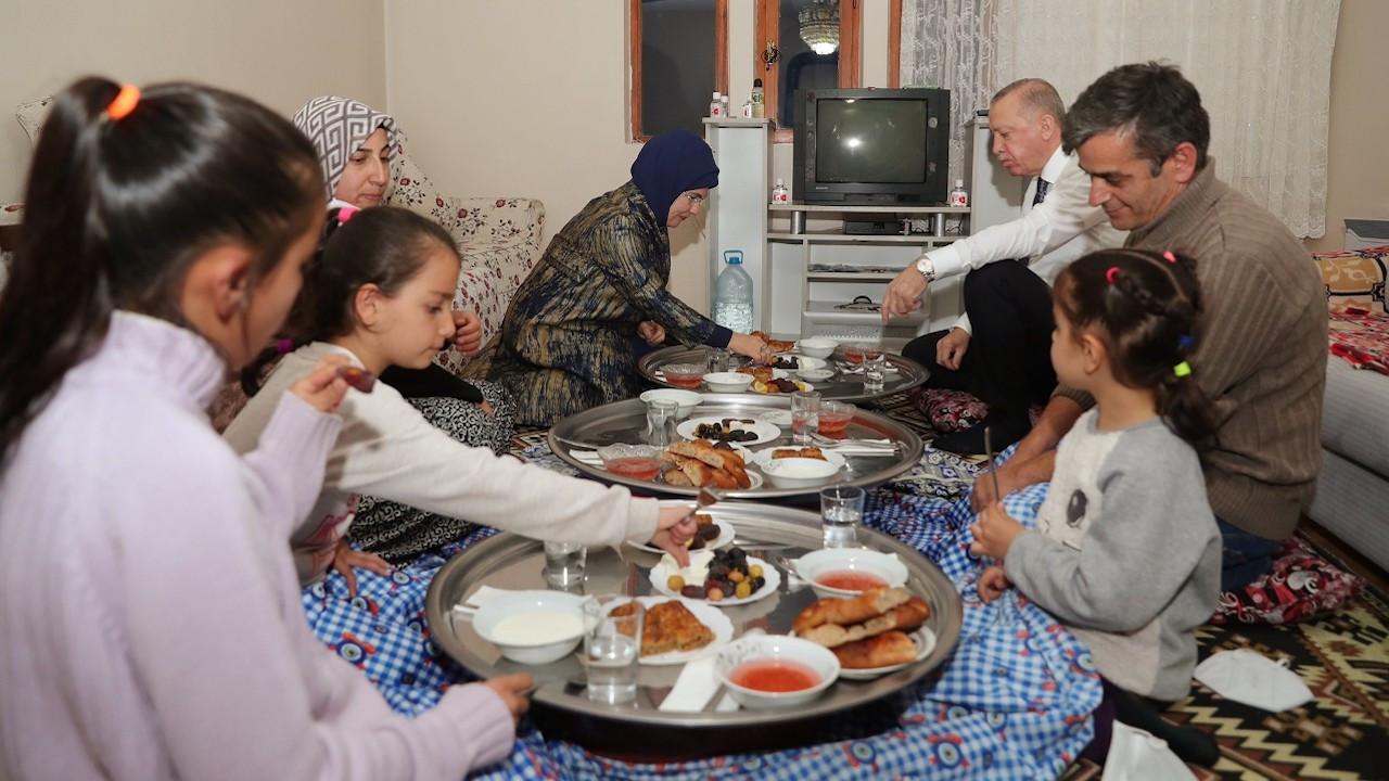 Cumhurbaşkanı Erdoğan'dan yer sofrasında iftar