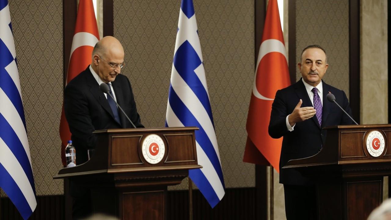 Çavuşoğlu ile Dendias canlı yayında atıştı