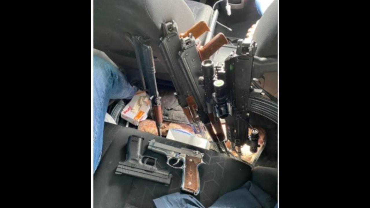 AK Partili başkan yardımcısı emekli amirallere silah gösterdi