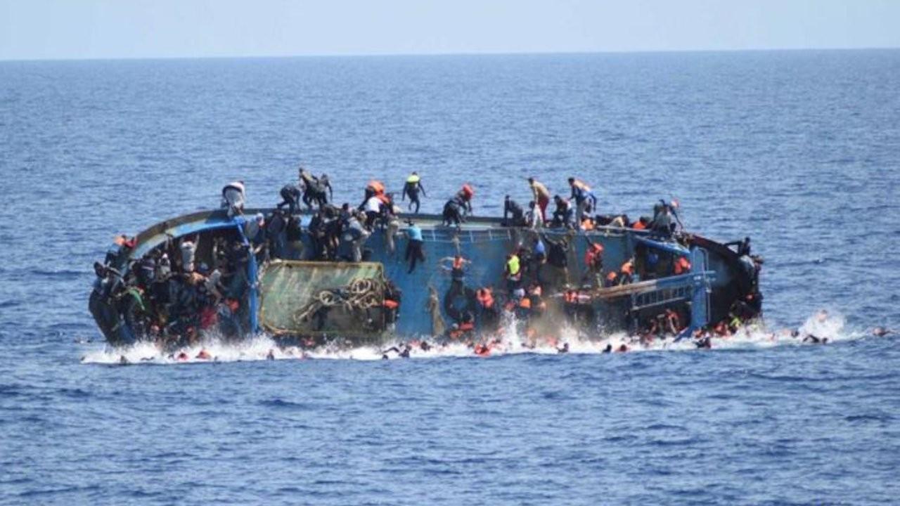 Tunus'ta mülteci botu battı: En az 21 kişi öldü