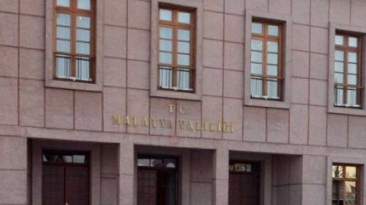 Almanya'ya toplu iltica: Üç bürokrat görevden alındı