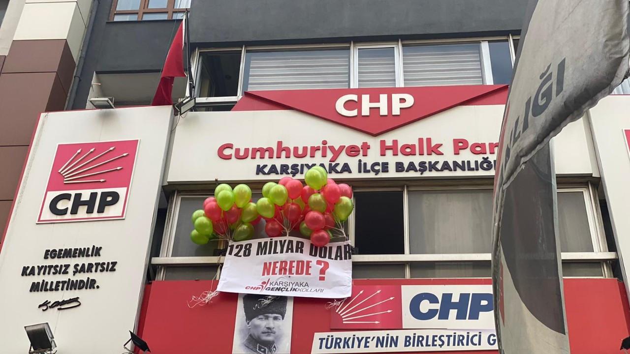 CHP'nin pankartı firar etti: Polis geldi, 128 milyar dolar havaya uçtu