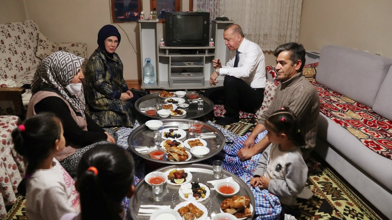 'Cumhurbaşkanı çat kapı iftar sofrasına oturmuş mudur?'